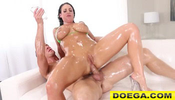 Hot Horny Angela White 2021 Oils up her Luscious Body